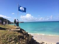 Celebran Izamiento de Bandera Azul en playa Pelícano de la Reserva Natural Caja de Muertos y los frutos del galardón
