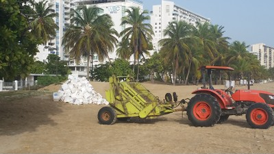 Limpian playas en noche de San Juan