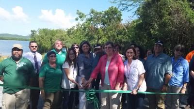 Inauguran camino en bahía Puerto Mosquito Vieques