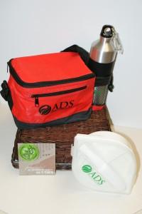 Reduce tu consumo utilizando botellas reusables para el agua y envases lavables para la comida.